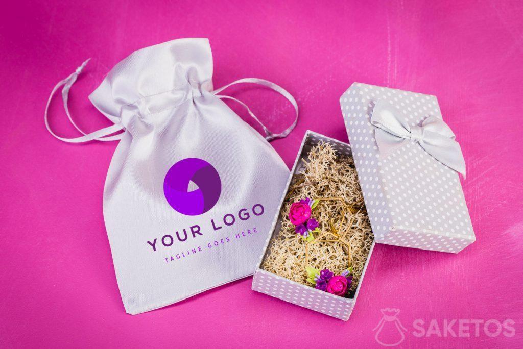 Een tas met het geselecteerde logo
