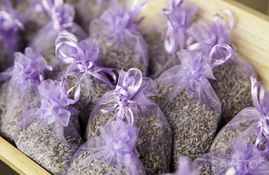 Organza zakjes in violette kleur gevuld met lavendel