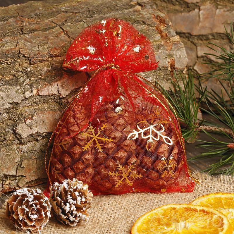 Het organza geschenkzakje is een perfecte kerstversiering.