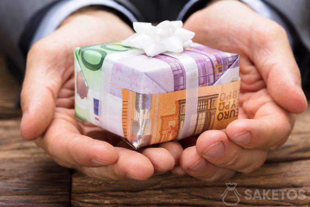 Bankbiljetten als cadeauverpakkingspapier