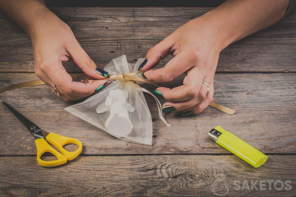 Een strik van een lint maken- stap 9