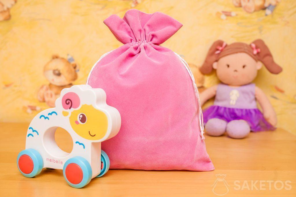 4.Zakjes van velours zijn uiterst geschikt voor het decoratief opbergen van speelgoed