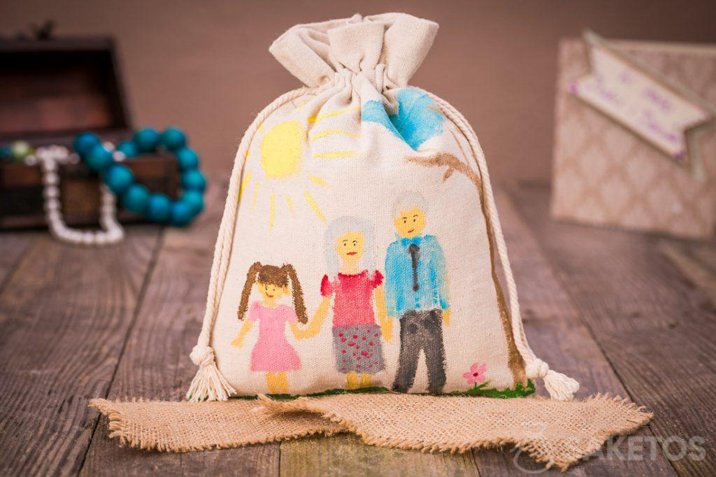 Een linnen cadeauzakje voor uw geliefden met een schilderij gemaakt met acrylverven.