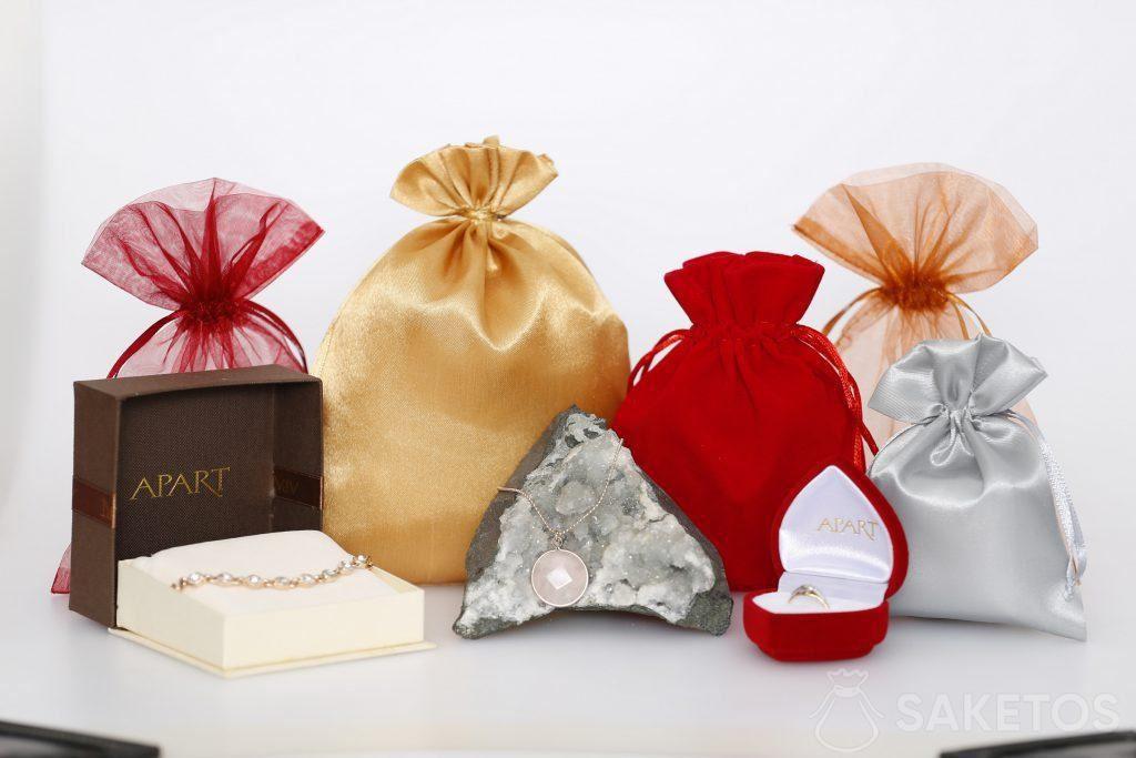 Stoffen zakjes voor sieraden voor vrouwen