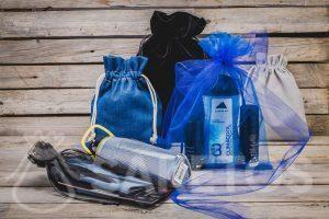 Cosmetica, sportgadgets - geschenken voor mannen in stijlvolle stoffen tassen