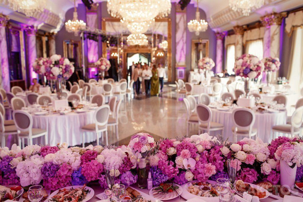 De themakleur van de bruiloft- hoe de trouwzaal te decoreren?
