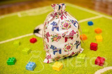 Een decoratief zakje voor de Lego Duplo-blokjes in de kinderkamer