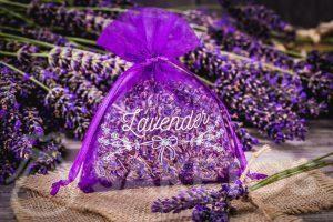 11.Een zakje van organza met gedroogde lavendel.