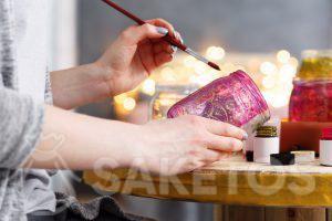 5.Creatieve huisdecoraties - je kan eigenhandig heel veel mooie dingen maken bv een met verf gedecoreerd potje voor bloemen of kaarsen.