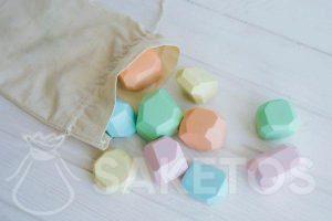 Sensorische voelzakjes - een linnen zakje gevuld met houten vormpjes