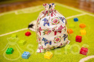 7.Een decoratief zakje voor de Lego Duplo-blokjes in de kinderkamer