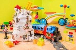 3.Stoffen zakjes zijn ideaal om speelgoed op te bergen en om cadeautjes voor de kinderen te verpakken