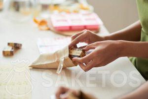 Natuurlijke zeep verpakt in een stoffen zakje